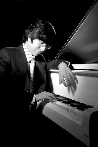 邹翔将首次在中国演绎利盖蒂的全部18首非常艰难的练习曲。