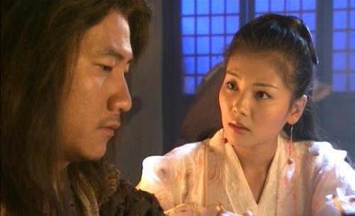 虽然并非科班出身,但是刘涛在塑造角色上却一直踏实努力,之后在《天龙八部》中出演阿朱赢得广泛认可。那几年刘涛算是比较高产的演员,一心投入事业中的她也逐渐晋升为一线明星。