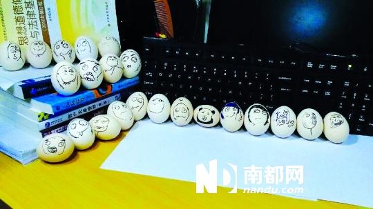 表情 蛋壳/网上爆红的暴走表情登上了蛋壳。网友供图
