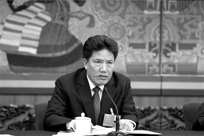 昨天,西藏自治区党委副书记洛桑江村代表出席会议。 图/CFP