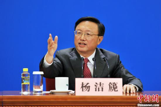 """3月9日上午10时,在北京人民大会堂三楼金色大厅,十二届全国人大一次会议举行记者会,外交部部长杨洁篪就""""中国的外交政策和对外关系""""答中外记者问。中新网记者 金硕 摄"""