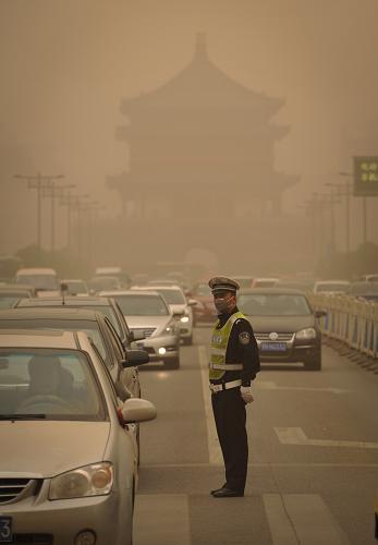 西安遭遇沙尘天气