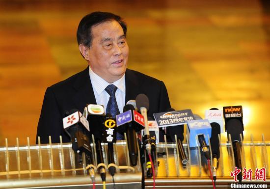 图为3月8日铁道部部长盛光祖接受采访。中新社发 侯宇 摄