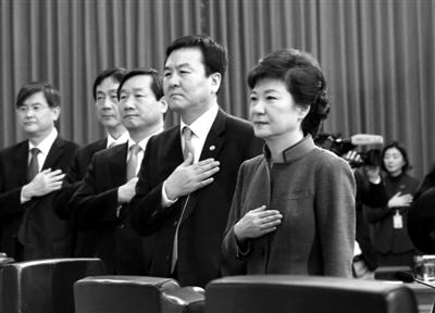 3月11日,韩国首尔,朴槿惠总统举行首次国务会议。