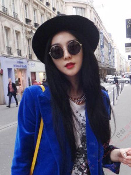 身穿蓝色丝绒西装,漫步巴黎街头非常惹眼. 范爷的街拍一股子唯图片