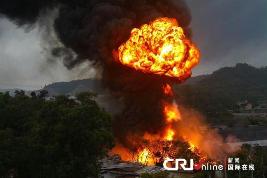 珠海地下油库爆炸 浓烟四起形成巨大蘑菇云(图)
