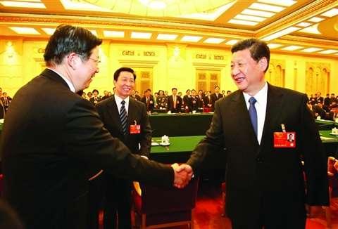 昨天参加完江苏团审议后,习近平总书记与代表们一一握手、亲切交谈。图为总书记与蒋宏坤代表握手。于先云摄