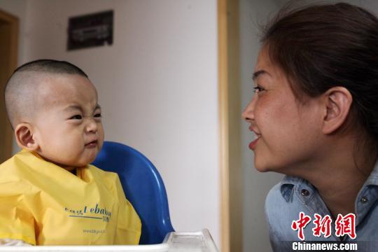 火炬 发型 宝宝 满月 理发 发型 满月 宝宝 照片 满月