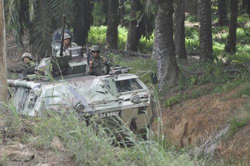 图为马来西亚军人在沙巴州开展军事行动