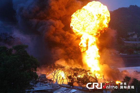 广东珠海地下油库爆炸 火光冲天形成巨大蘑菇云