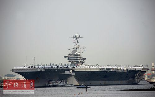 """日本横须贺基地是美国航母""""乔治・华盛顿""""号的母港。本报记者任正来/摄"""