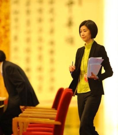 美女翻译走红 揭外交部美丽智慧并存的翻译官
