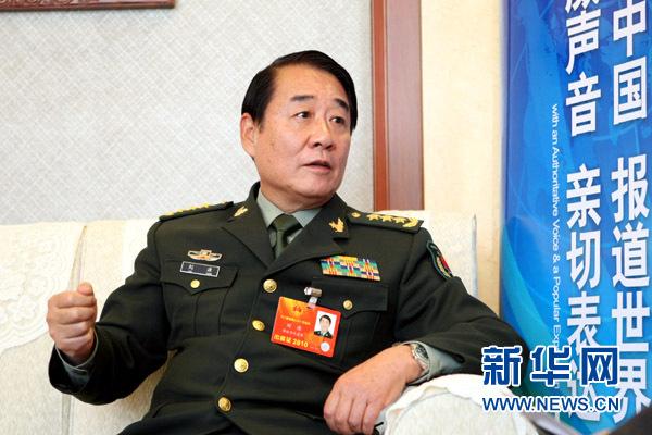 3月14日,全国人大代表、总后勤部政委刘源接受新华网记者专访。他表示,军队要听党指挥,敢于在强敌面前亮剑。新华网记者 杨理光摄