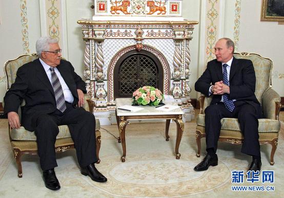 3月14日,在俄罗斯莫斯科近郊的新奥加廖沃官邸,俄罗斯总统普京(右)会见到访的巴勒斯坦民族权力机构主席阿巴斯。新华网图片