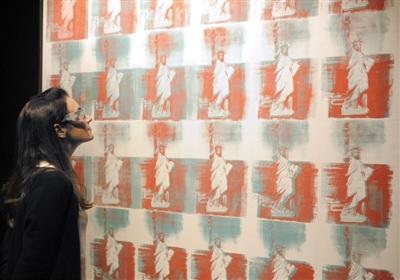 2年创作的3D作品《自由女神像》是其去年拍卖最高价作品.图/IC -
