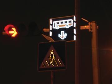 青岛市区信号灯将智能化 根据车流量变红绿(组图)