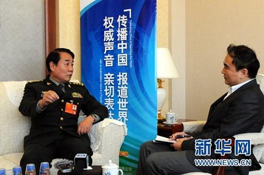 原文配图:3月14日,全国人大代表、总后勤部政委刘源上将接受新华网专访。