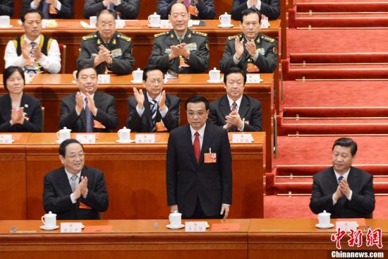 十二届全国人大一次会议3月15日举行第五次全体会议。根据国家主席习近平提名,会议经过投票表决,决定李克强为国务院总理。廖攀 摄