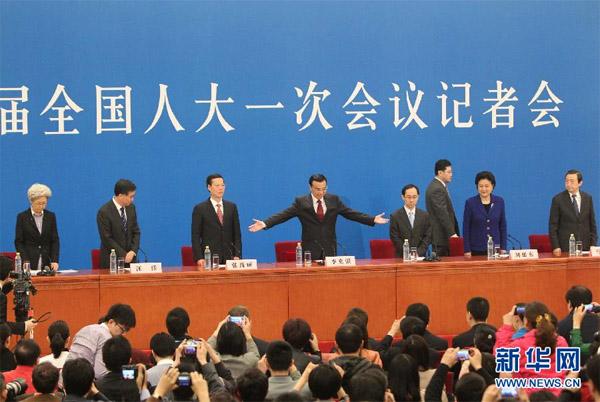 3月17日,国务院总理李克强和副总理张高丽、刘延东、汪洋、马凯在北京人民大会堂与中外记者见面,并回答记者提问。 新华社记者 邢广利摄