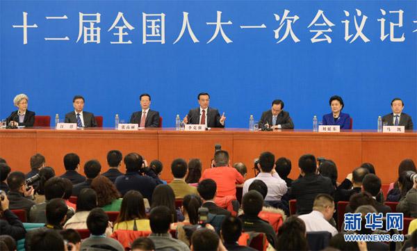 3月17日,国务院总理李克强和副总理张高丽、刘延东、汪洋、马凯在北京人民大会堂与中外记者见面,并回答记者提问。新华社记者黄敬文摄