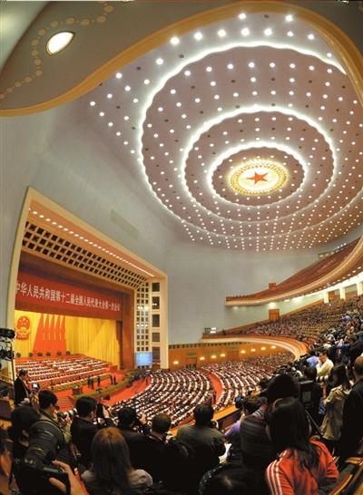 昨天,第十二届全国人民代表大会第一次会议在北京人民大会堂举行闭幕会。新华社发