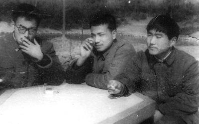 李克强(中)在合肥逍遥津公园。资料照片