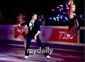 图文:金妍儿再次致敬杰克逊 金妍儿表情投入