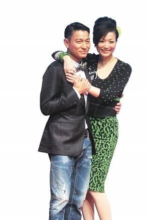 刘德华和郑秀文昨日在香港为《盲探》做宣传。
