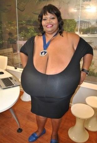 巨胸女子创最大自然乳房记录:图