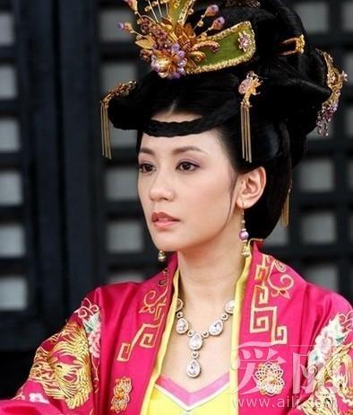 佟丽娅贾静雯李湘 宅男最喜爱的十大宫廷美女造型(组图)