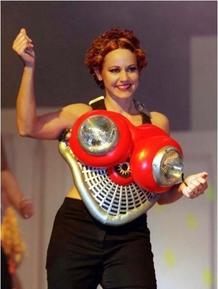 比基尼 胸罩/史上最奇葩胸罩 太阳能比基尼和USB胸罩【组图】(1)_大千世界_...