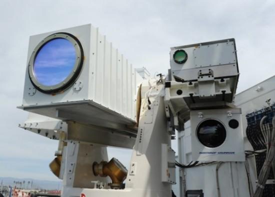 2011年,海军激光炮利用舷外马达进行了首次试验.