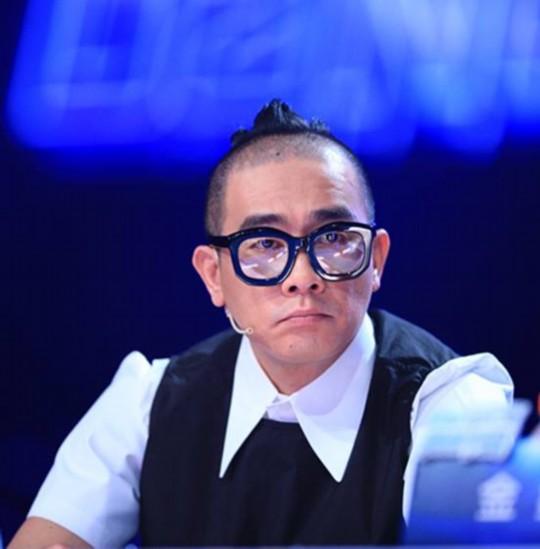 一向云淡风轻,不问世事的杨丽萍在担任东方卫视《舞林争霸》四大导师图片