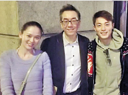 陶杰2月底在微博上载于香港与陈乔恩、霍建华的合照。