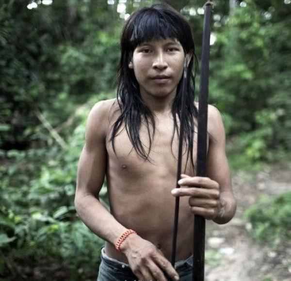 原始的awa部落位于巴西北部(1/10张); 用母乳喂养猴子的巴西神秘部落