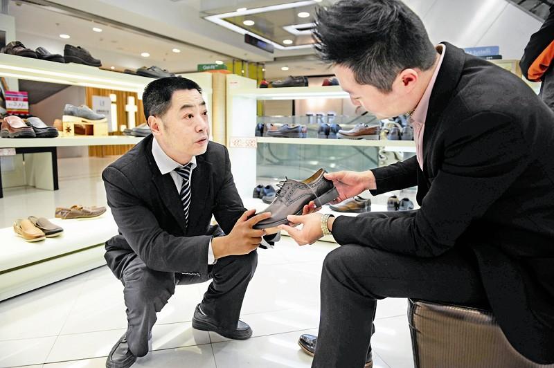 郭顾客左帮和平挑鞋小v顾客视频图片