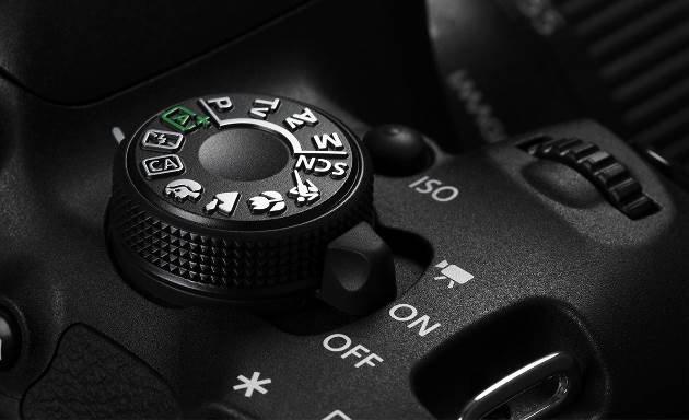 佳能发布全新入门单反相机EOS 700D及套机镜头