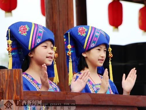 骆越/身着壮族服饰的女孩。广西新闻网记者杨郑宝摄