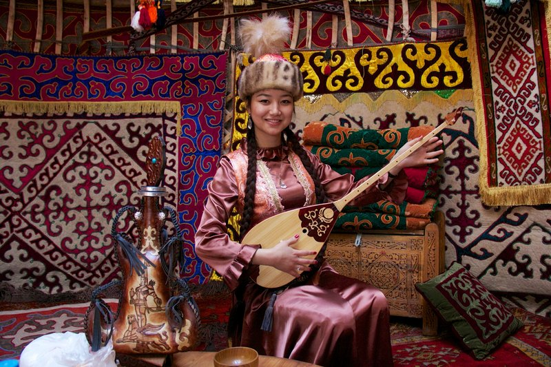 哈萨克斯坦共和国(哈萨克语:Қазақстан Республикасы),简称哈萨克斯坦。是一个位于中亚的内陆国家,也是世界上最大的内陆国。国名来自其主体民族哈萨克族。