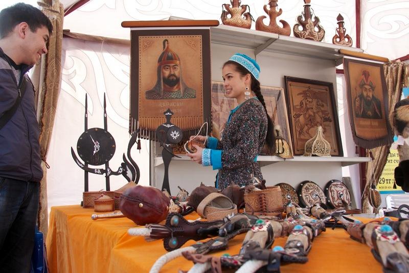 16世纪之前,哈萨克斯坦境内生活的是游牧的突厥民族,直到18世纪初期,俄罗斯帝国将哈全境吞并,哈萨克并入沙皇俄国,并成为其一部分。