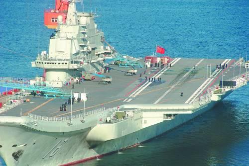 中国第一艘航空母舰辽宁号。在海军装备发展战略上,刘华清对航母情有独钟。CFP供图