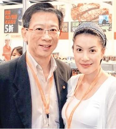 胡汉清与第三任妻子江希文合照