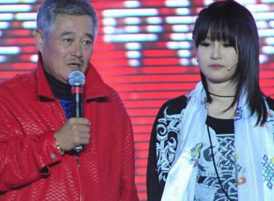 赵本山带着老婆儿女公开亮相 女儿妞妞更登台大