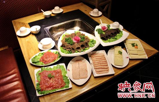 巴奴毛肚火锅主打的就是半份的菜品.
