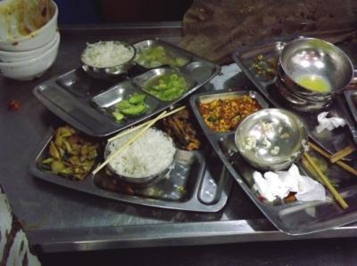 大学生食堂浪费论文_调查发现:兰州高校食堂餐桌浪费现象严重(图)-搜狐滚动