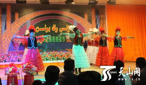 该团库什台社区庆祝纳吾肉孜节活动现场
