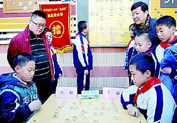 擂台赛受到师生们的高度关注。