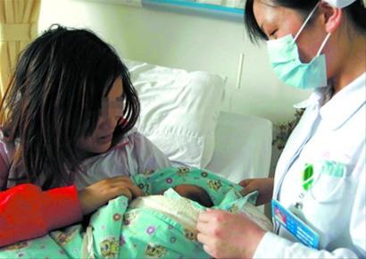 早孕少女街头临盆上海军民接力相助