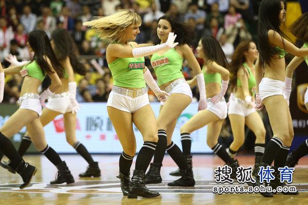 组图:广东篮球宝贝性感热舞
