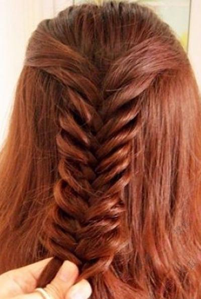 长发轻松变短发 鱼骨辫短发盘发; 鱼骨辫编发 把长发变短发的神奇方法图片